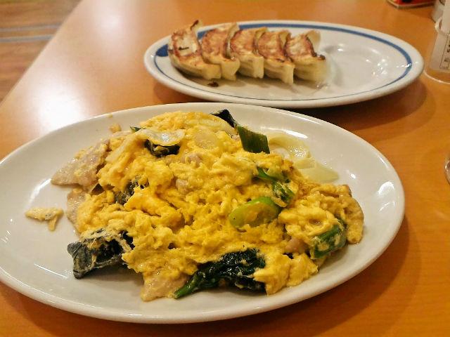 東秀のきくらげ卵炒めとハイボール or レモンサワー