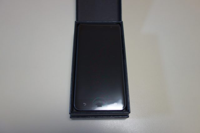 ZenFone 3 箱をオープン