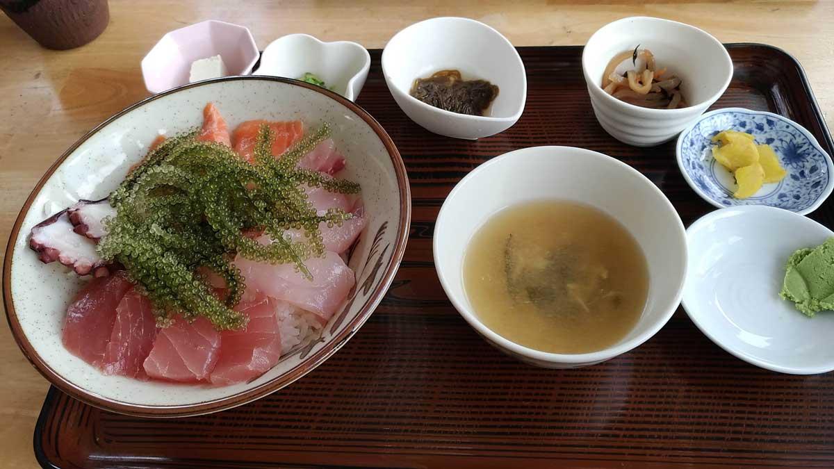 しらさ食堂の海鮮丼